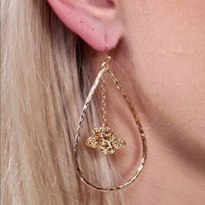 Seasons Earring With Bee Charm Center